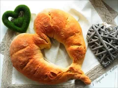 Pane fatto in casa a forma di cuore