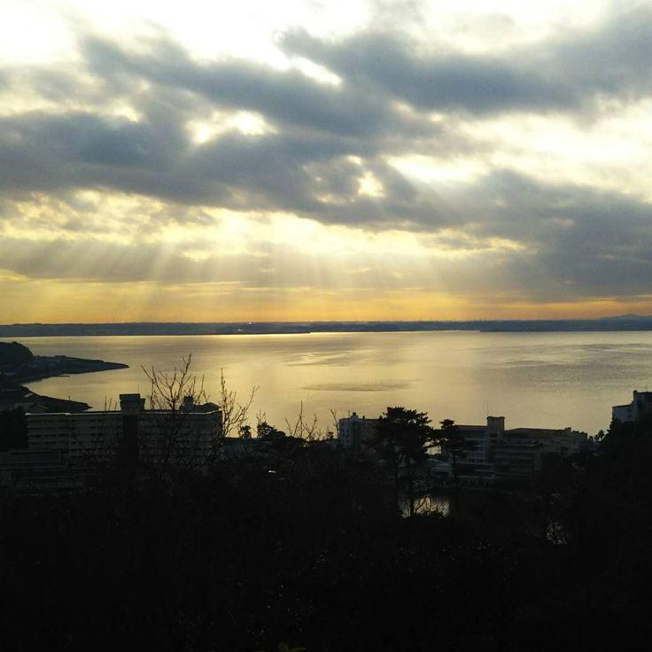光が舞い降りております 半年ぶりの浜名湖 #浜名湖 #舘山寺 #静岡 #新年初旅