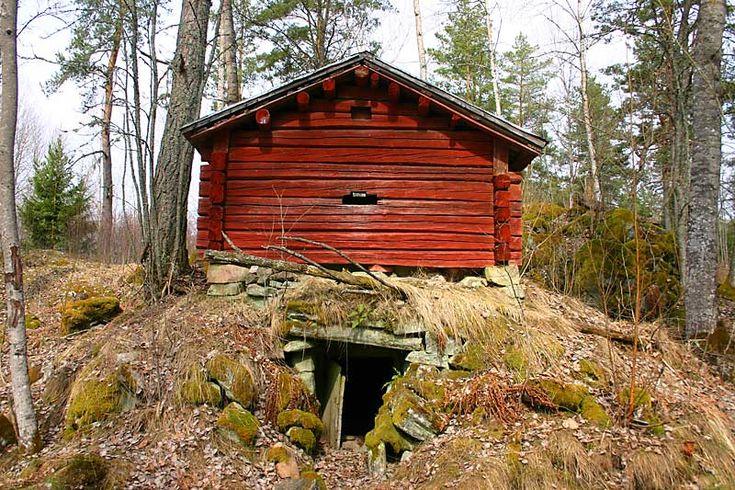 För att fira vårens ankomst vill Operation Karlstad tipsa om en riktig kulturmiljöpromenad. Ute på I2s gamla övningsområde ligger nämligen det sedan länge övergivna godset Trangärdstorp, eller Tran…