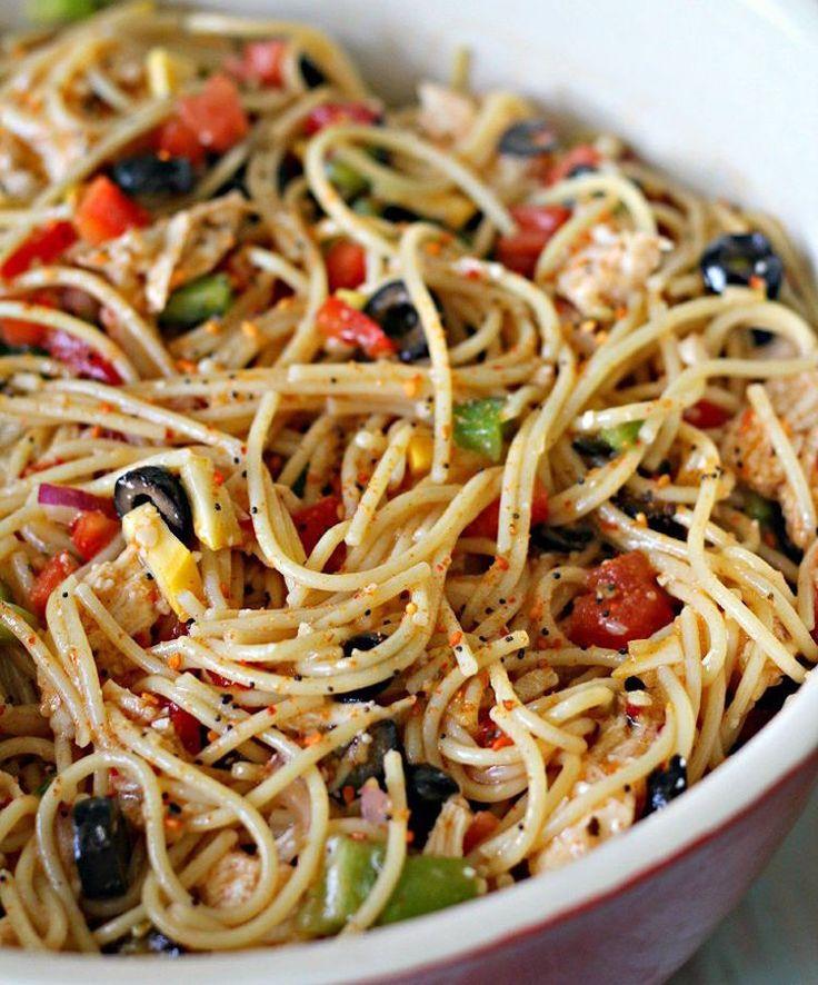 Scharfer Spaghettisalat mit Paprika und Chili