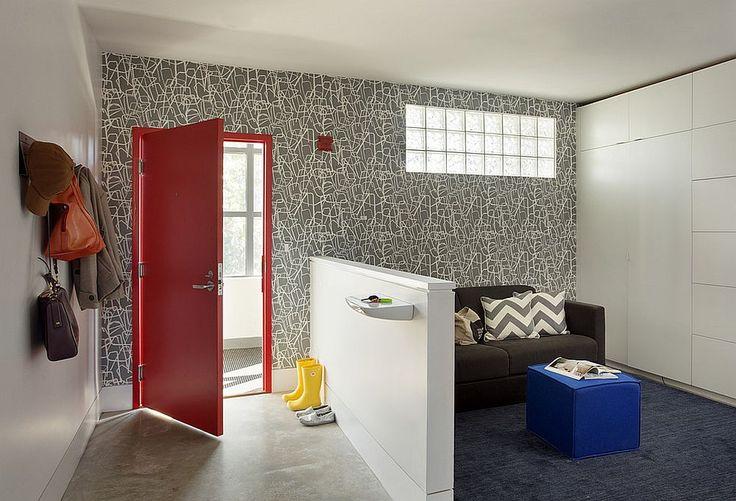 Stylish wallpaper in gray and white for the contemporary entryway. www.bocadolobo.com #bocadolobo #luxuryfurniture #exclusivedesign #interiodesign #designideas #entrywaydecorideas #foyerpicturesideas #beautifulfoyers #decorations #designideas #roomdesign #roomideas #homeideas #houseentrancedesign #interiordesignstyles #houseideas #housedesignideas #decorinspiration