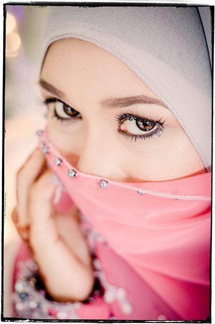 Catch lights in the eyes #engagementphotoshoot  #rozyhashimphotography