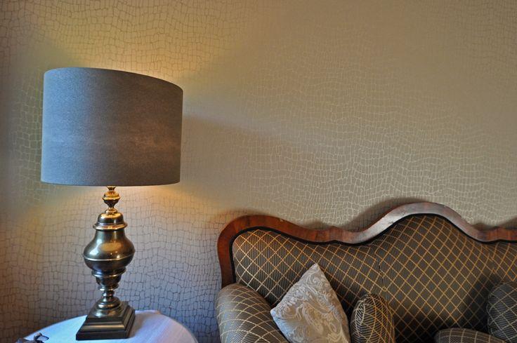 Styling For All interieuradvies. Nieuwe lampenkap en nieuw behang.