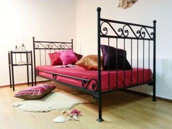 Kovová postel model 2