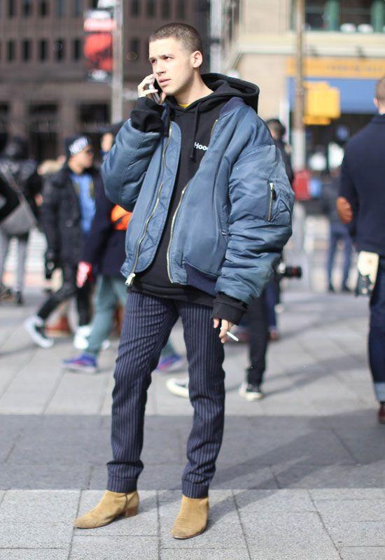 2017-04-19のファッションスナップ。着用アイテム・キーワードはスラックス, パーカー, ブルゾン, ブーツ, ~20代,MA-1etc. 理想の着こなし・コーディネートがきっとここに。| No:207561