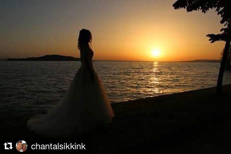#Repost @chantalsikkink  #bride#sunset#weddingbooks#italianwedding#wedding#trasimenolake#umbria#italy#bruiloft#zonsondergang#bruid#italië#mariage#epouse#hochzeit#braut#matrimonio#sposa#tramonto#photooftheday#tagsforlikes#likeforlikes