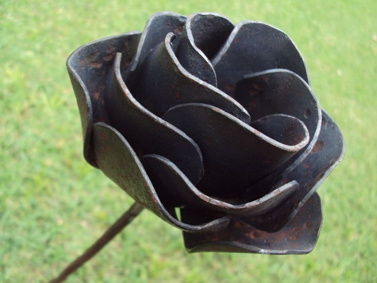 How to make a metal roseMaybe Craig could make a larger couple for the garden.