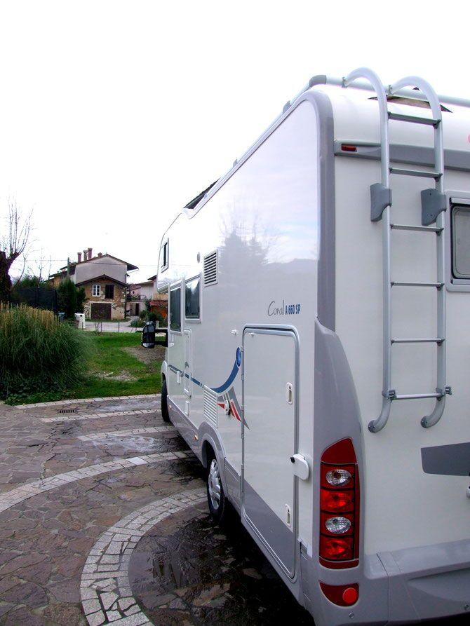 caravannano .. per la pulizia righe nere e protezione di camper e caravan