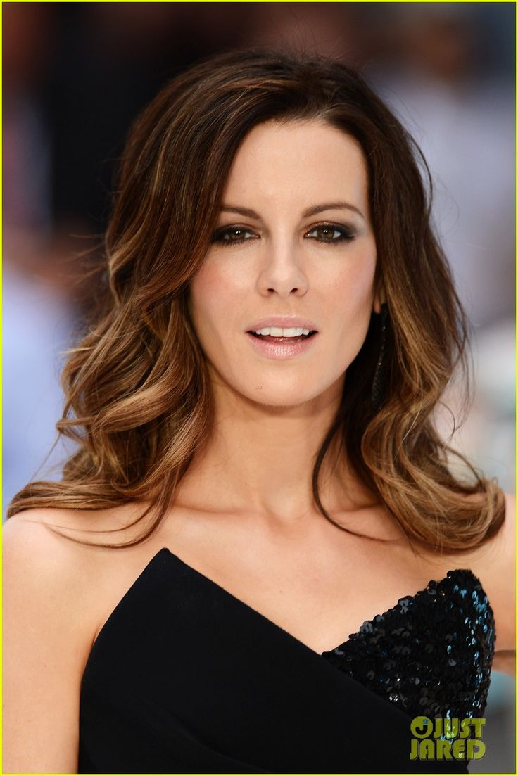 Kate Beckinsale with brunette ombre hair looking like she's ready for a summer at the beach.