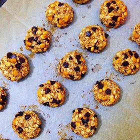 Yulaf ezmeli, muzlu ve çikolatalı fit kurabiye