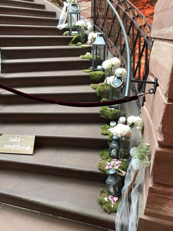 Dekoration Treppe Mit Vasen Und Laternen Im Jagdschloß Platte Wiesbaden  Foto: Goldmann Und Goldfrau