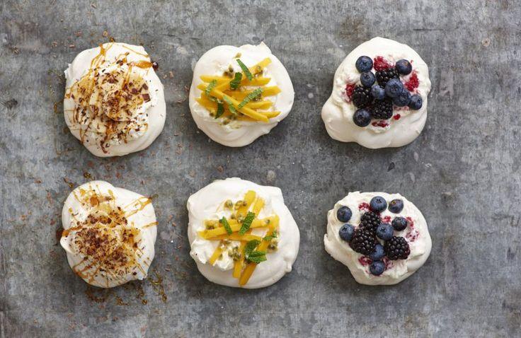 Mini-pavlova met slagroom en fruit