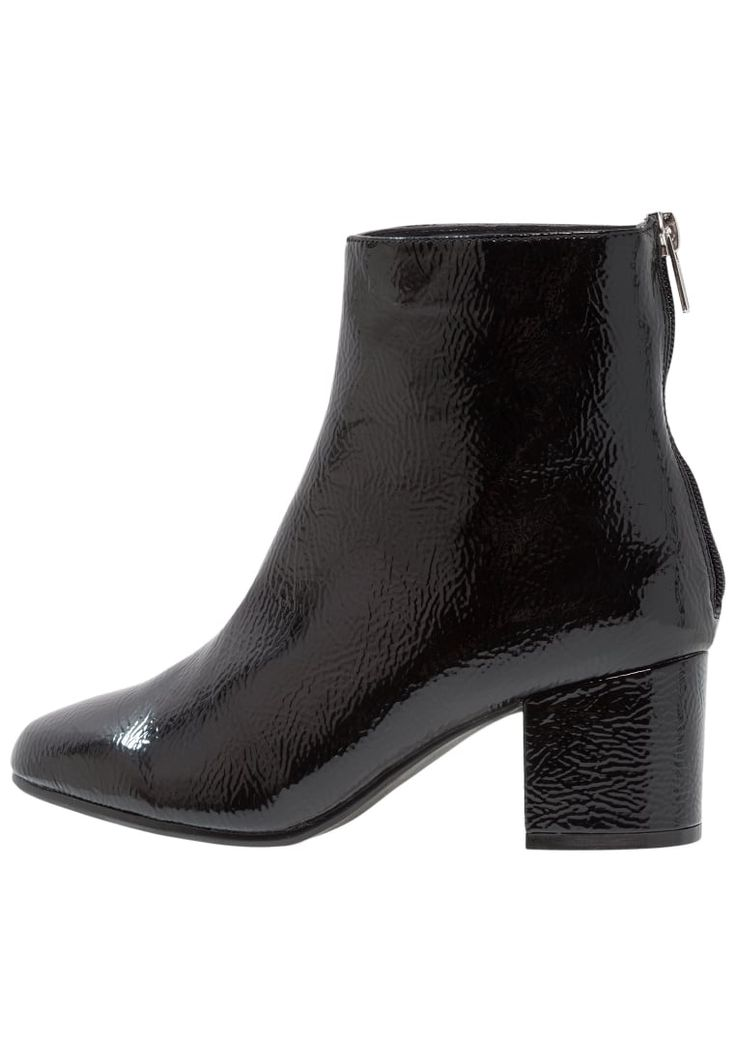 ¡Consigue este tipo de zapatos abiertos de New Look Wide Fit ahora! Haz clic para ver los detalles. Envíos gratis a toda España. New Look Wide Fit WIDE FIT BARBER Botines black: New Look Wide Fit WIDE FIT BARBER Botines black Zapatos   | Material exterior: piel de imitación de alta calidad, Material interior: cuero de imitación/tela, Suela: fibra sintética, Plantilla: cuero de imitación | Zapatos ¡Haz tu pedido   y disfruta de gastos de enví-o gratuitos! (zapatos abiertos, abierto, o...