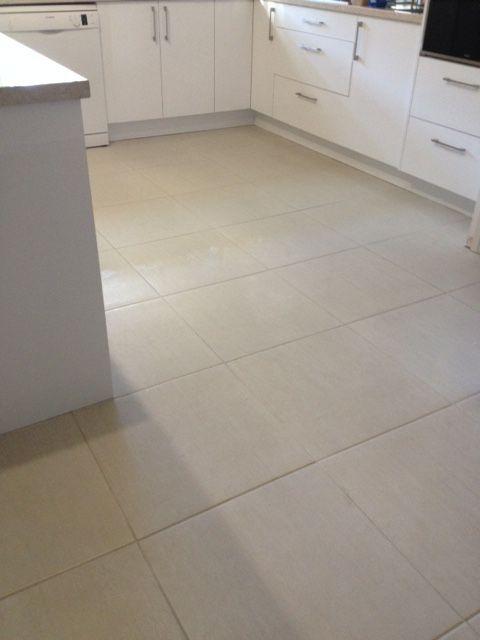 Floor : Essenza Bianco Lappato 500 x 500mm (#815272)