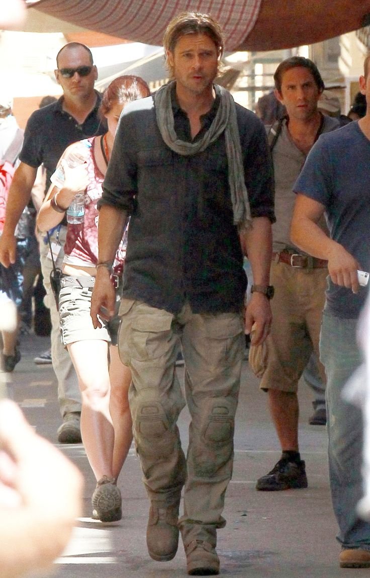world war z brad pitt scarf - Google Search | zombei ...