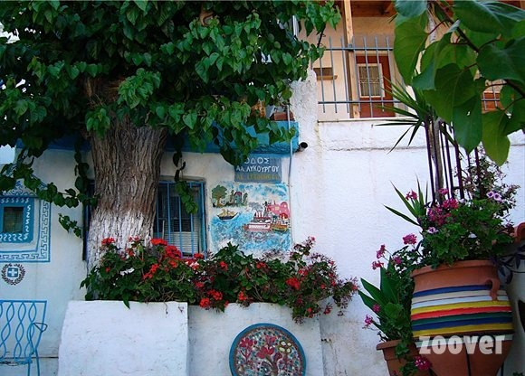 Pythagorion. Art on the wall. When you visit Samos you have to search this house near the church. Everything is painted white and blue. Just beautiful. Source: zoover.