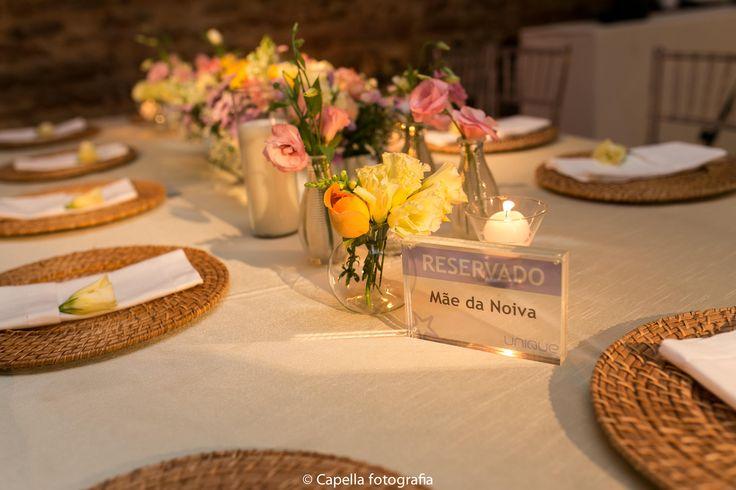 Decoração de casamento com vela e sousplat - por Nita Rocha