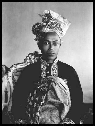 Old photographs of Bali: Royal family of Karangasem