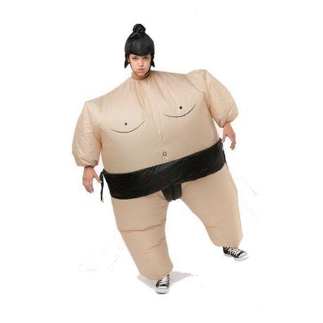 Het Sumo Suit is een heerlijk fun pak, maar zorgt er daarnaast voor dat je een heerlijke avond met je vrienden kunt hebben. Trek het pak aan en beuk je vrienden aan de kant, of probeer samen plaats te nemen op de bank om televisie te kijken. Dankzij het Sumo suit heb je in ieder geval een geweldige avond, met een van de meest grappige kostuums die je je voor kunt stellen.