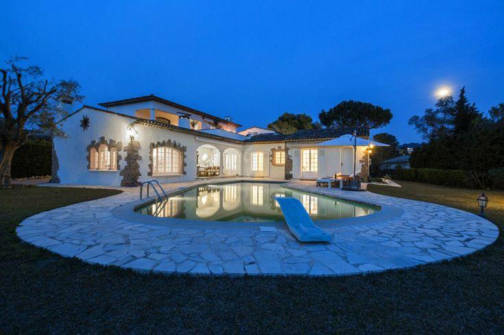 Mougins Area Villa Holidays | Luxury villas for holiday rental