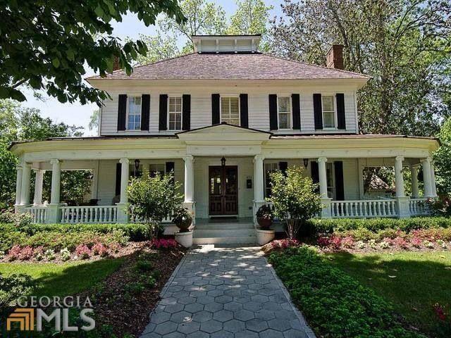 Big Farmhouse Front Porches On Plain Colonial House