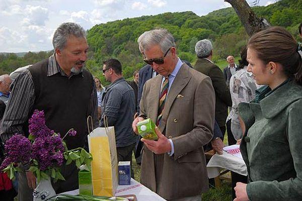 """Unul dintre cei mai cunoscuți fermieri """"biodinamici"""" din lume face agricultură în România, în județul Mureș, lângă Reghin. Este, de altfel, singurul producător de la noi care a obținut certificatul Demeter, o atestare a faptului că tot ceea..."""