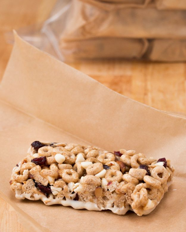 No-Bake Cereal Bars. Going to try this with Gluten Free Old Fashion Oats.