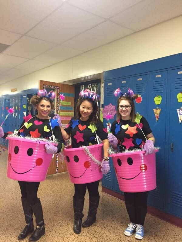 Teacher Halloween costume idea...Bucket Fillers! Materials: 1 gallon ice bucket…