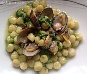 Gli gnocchetti vongole e cime di rapa sono un primo piatto a dir poco strepitoso, questa è la ricetta del mitico chef Antonino Cannavacciuol