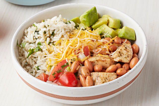 Composé de riz, de haricots, de poulet et d'avocat, ce plat sans tortilla mais à l'authentique saveur de burrito est meilleur que n'importe quel produit prêt à manger du commerce!