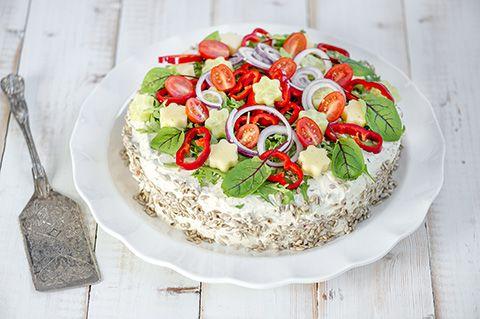Gluteeniton kasvisvoileipäkakku