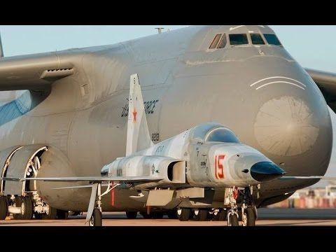 Força Aérea dos EUA _ Boeing C-17 Globemaster III Em Ação voando com um ...