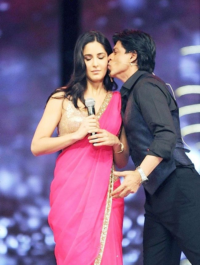 Katrina Kaif being kissed on stage by Shah Rukh Khan #Bollywood #Fashion
