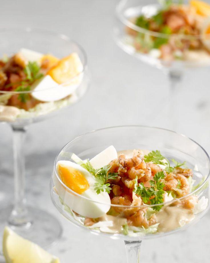 Een heerlijk frisse klassieker, deze garnalencocktail. Met zalig zilte grijze garnalen van bij ons, een gekookt eitje, tomaat en uiteraard cocktailsaus.
