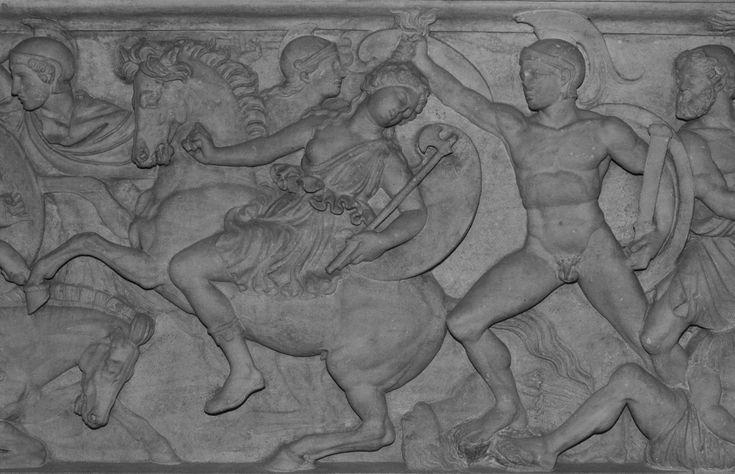 Sarcophage d'un couple de défunt : Combat entre les Grecs et les Amazones, Couple de défunts (couvercle) Sur le couvercle, les visages du couple de défunts sont traités comme des portraits. La cuve représente le thème classique du combat entre Grecs et Amazones ; on reconnaît Ulysse tout à droite. Sur le côté droit de la cuve, Achille soutient Penthésilée, la reine des Amazones, dont il est tombé amoureux au moment de la tuer.