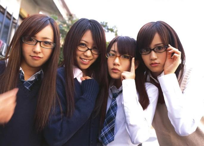 AKB48(Atsuko Maeda, Minami Takahashi, Tomomi Kasai, Tomomi Itano)