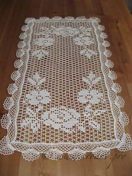Crochet Table Runners and Doilies | Table runner