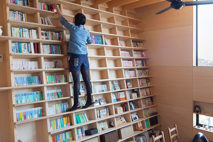 Built-in bookshelf doesn't need a library ladder - Curbed