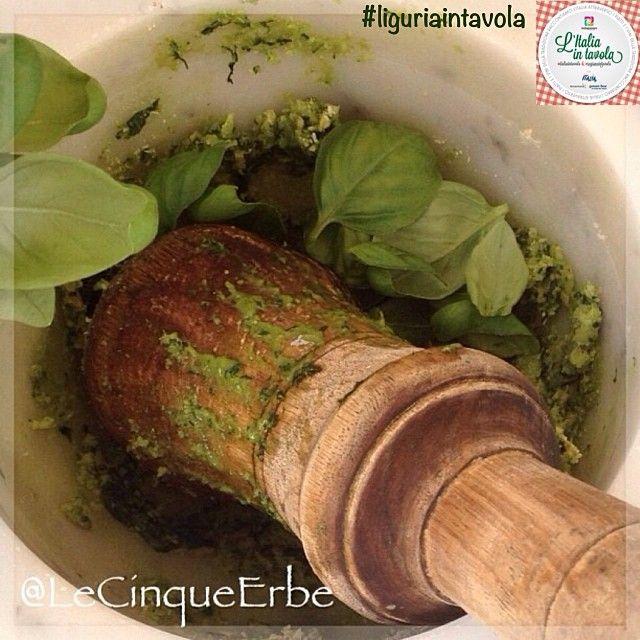 Sapevate che sono 7 gli ingredienti fondamentali per preparare il vero #Pesto genovese? #italiaintavola #liguriaintavola