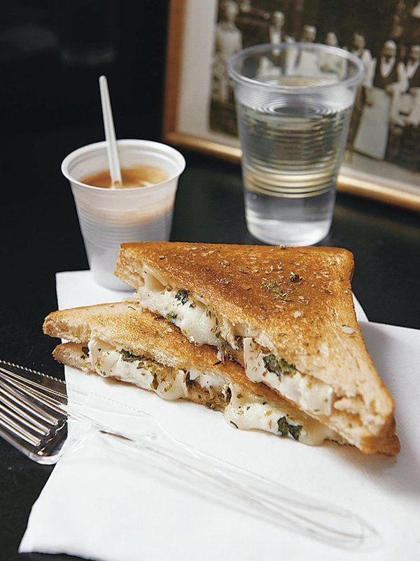 山羊のチーズはクセを控えたタイプを選ぶと、食べやすく軽やかな仕上がりに。レシピはこちら