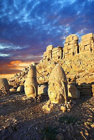 Statues around the tomb of Commagene King Antochus 1 on top of Mount Nemrut, Turkey