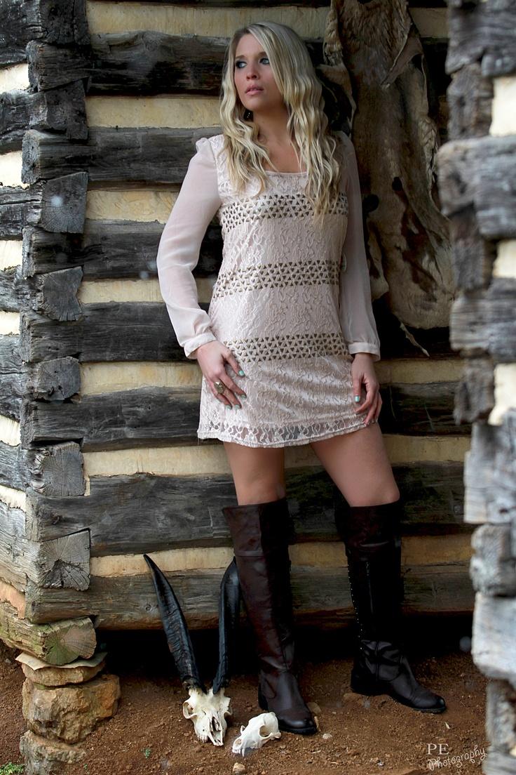 #KellieLynne #Nashville #TN #AltardState #LaceDress #AllenManus #Barn #Farm #Rustic   http://www.kellielynne.org