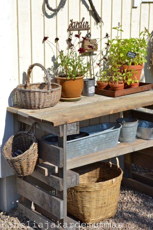 kuormalavasta puutarhapöytä