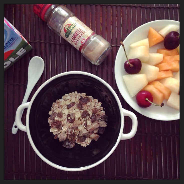Organic granola e frutta fresca