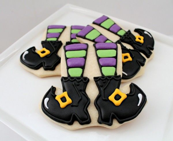 Witchy leg cookies.: Cookies Ideas, Witch Cookies, Witch Legs, Legs Cookies, Cookies Decor, Decor Cookies, Cookies Cutters, Leggi Witch, Halloween Cookies