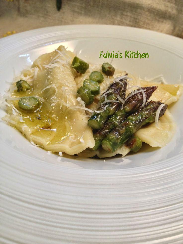 Fulvia's Kitchen: #Ravioli ripieni con #ragù di #tacchino e #asparagi