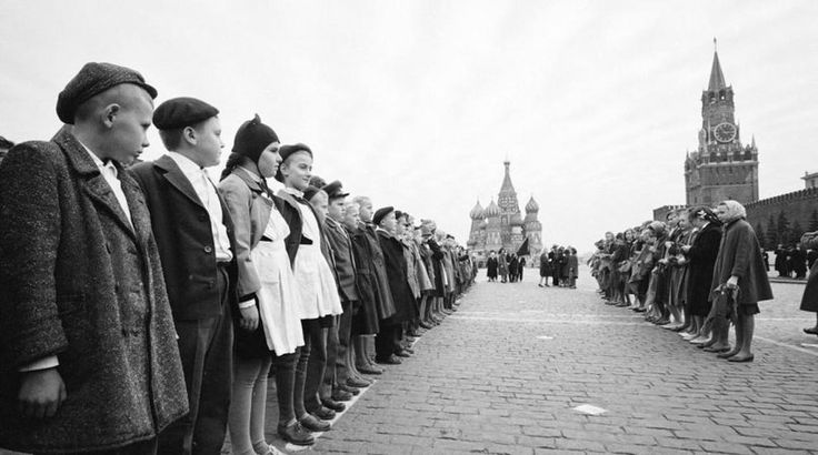 Children take the pioneers on the Red square, 1961