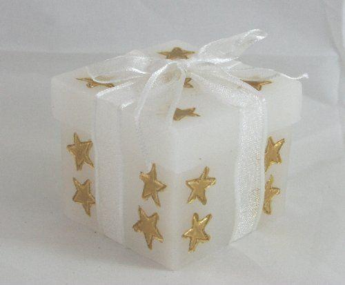 Candela di cera con Led, a forma di pacchetto regalo con stelle oro. Idea regalo, arredo e indicato come Segnaposto. Disponibile da C&C Creations Store