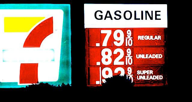 RiseEarth : Crashing Oil Prices and the Conspiracy to Free Us from Debt Slavery