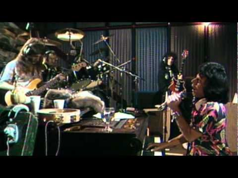 Queen - Somebody To Love - YouTube